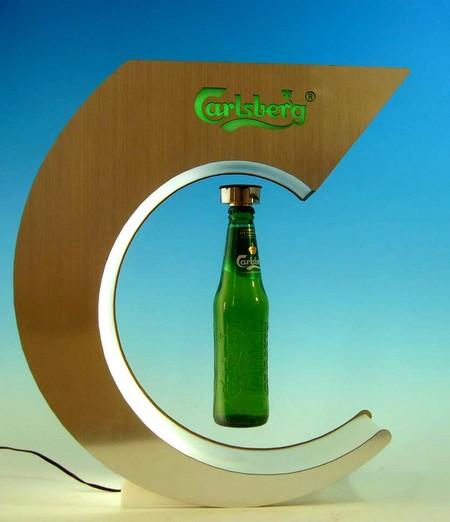 plv marketing - présentoir à lévitation présentant une bouteille en train de flotter