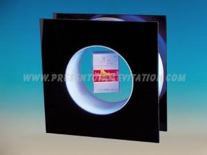 présentoir - cadre à lévitation avec paquet flottant au milieu du cercle