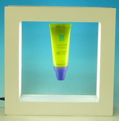présentoir pour magasin - présentoir à lévitation mettant en valeur un produit de beauté dans un cadre magnétique éclairé par des leds