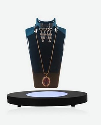 porte bijoux : sur un buste flottant sur une base magnétique par lévitation parures de bijoux et ras de cou